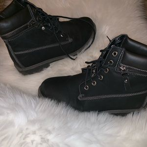 Boots 😍🖤